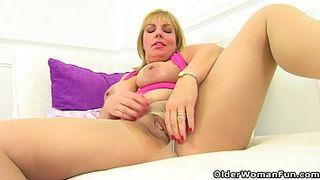 heißes kätzchen masturbiert