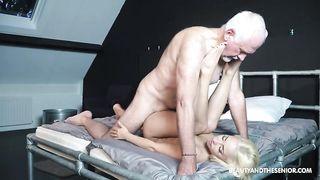 victoria lecken ihre masseurin fotze