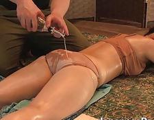 asiatische vagina, die brünette hure fickt