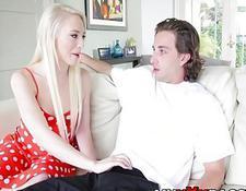blonde küken ficken warf ihre beine auf seine schultern