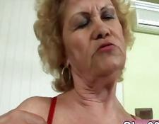 Dildo in den Arsch und Faust in der Pussy Dildo Milf anal Fisting deutschen lesbi