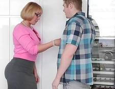 Hausfrau von zwei Klempner gefickt
