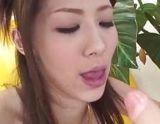 Japanische Mädchen in Dach Arsch und Vagina zu bekommen