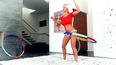 blonde pornostar london river im hula hoop