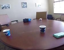 mann fick das junge mädchen im büro