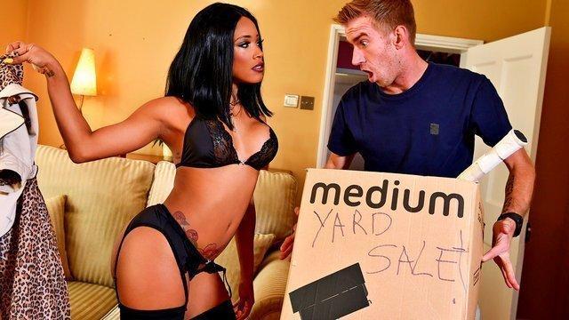 Amateurmädchen lutschen von Stripper
