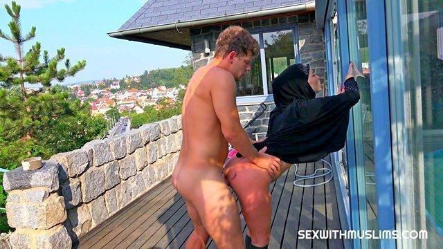 jessica tief throated und anal gefickt in einem wald